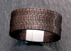 Armband aus Räuchereiche mit Edelstahl Magnetverschluss | (c) ZZdesign