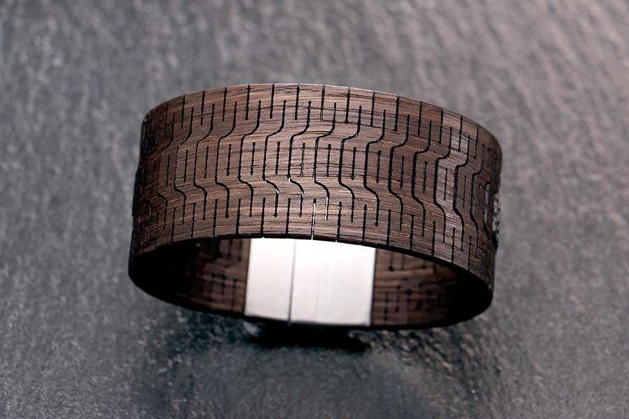 Armband aus Räuchereiche mit Edelstahl Magnetverschluss | IHM | (c) ZZdesign