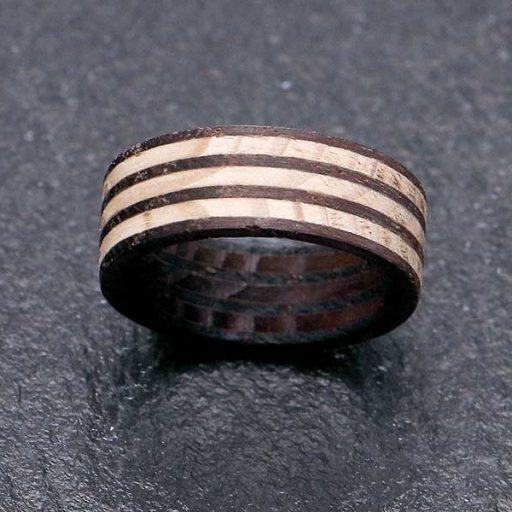 Ring mit Zebramuster aus Fichte und Räuchereiche | (c) ZZdesign