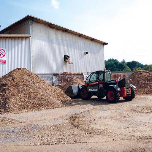 Bei der Palettenproduktion fallen Holzspäne und Sägemehl unterschiedlicher Art und Größe an.